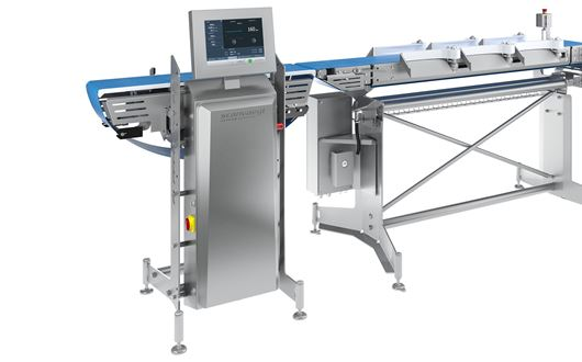 Chicken fillet cutting and sizing solution består av en Scanvaegt ScanCut 225S PortionCutter, en Scanvaegt SpeedDrop 225S och en Scanvaegt SP520 Process Compact Sizer.